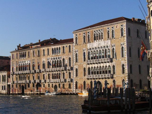 ヴェネツィアのフォスカリ宮殿 |...